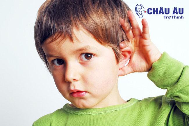 Khiếm thính có thể xảy ra bởi các nguyên nhân bẩm sinh như di truyền, hoặc các di tật trong quá trình mang thai