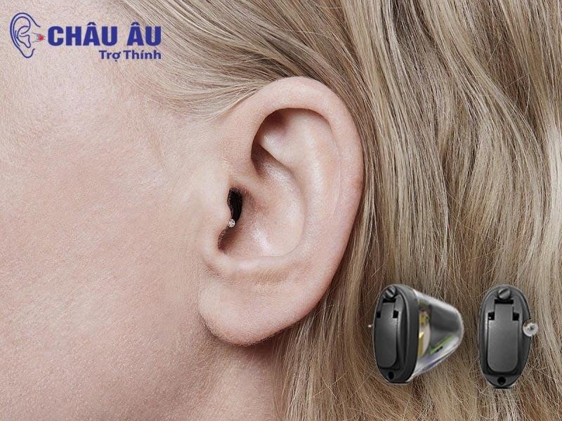 Hình ảnh khách hàng sử dụng Máy trợ thính Oticon Siya