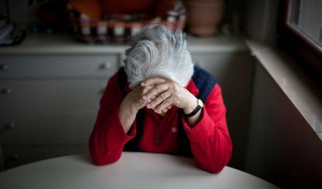 Dấu hiệu bệnh nặng tai nghe kém ở người già
