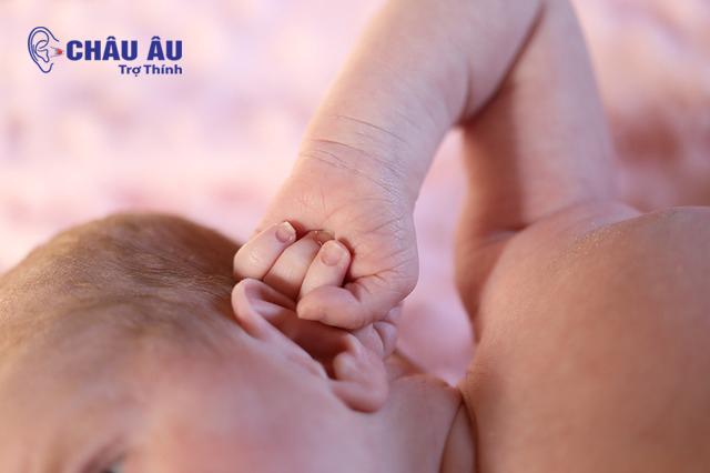 Có nhiều nguyên nhân dẫn đến tình trạng mất thính lực ở trẻ