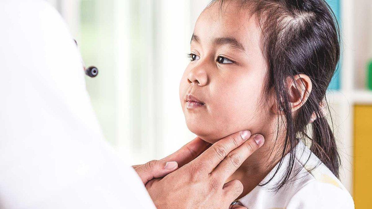 Quai bị là bệnh do vi rút paramyxovirus gây nên