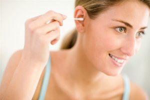 Thính lực suy giảm do ngoáy tai không đúng cách