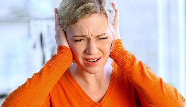 Có thể sử dụng các phương pháp bấm huyệt, châm cứu, sử dụng các loại thuốc, máy trợ thính,.. để điều trị chứng ù tai
