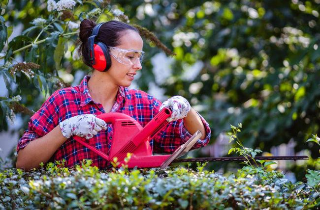 Chủ động sử dụng các dụng cụ bảo hộ để bảo vệ đôi tai