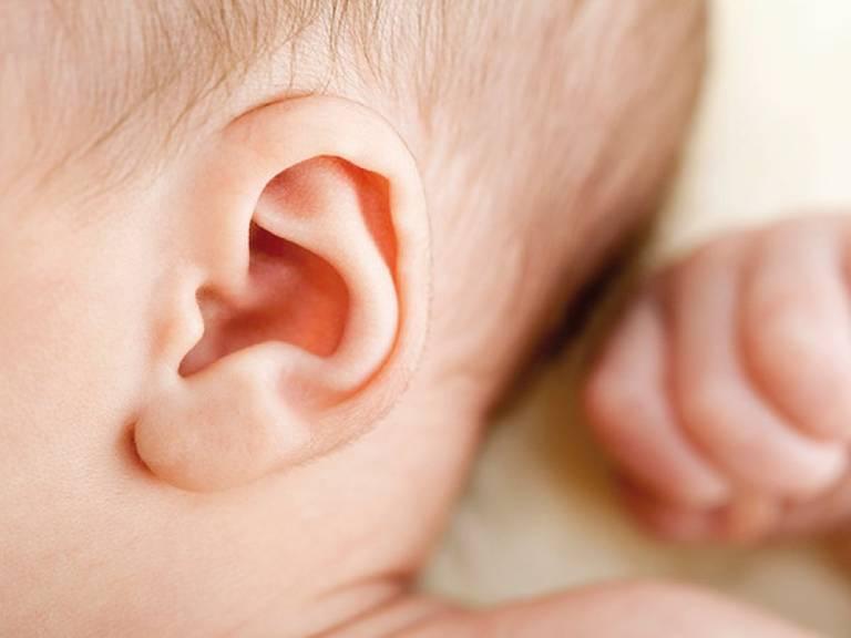 Mất thính lực do viêm tai giữa có thể là nguyên nhân gây ra chậm nói và chậm phát triển ngôn ngữ ở trẻ