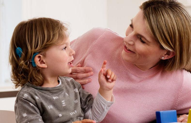 Cấy ốc tai điện tử đem lại 80% hiệu quả cho trẻ bị điếc bẩm sinh